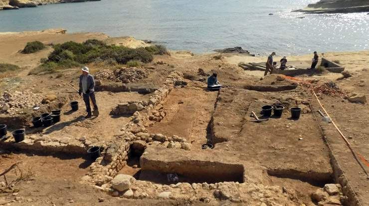 Akrotiri-Dreamers Bay: excavations and survey's